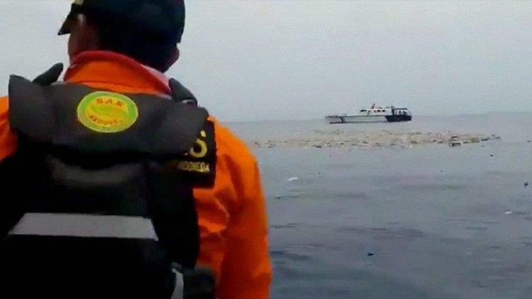 Спасатели готовы поднимать обломки боинга со дна океана - фото 1