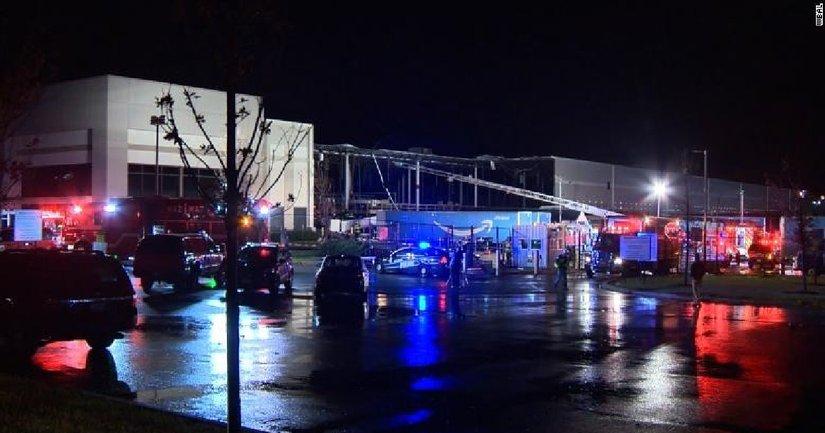 В США обрушилось здание Amazon — погибли два человека - фото 1