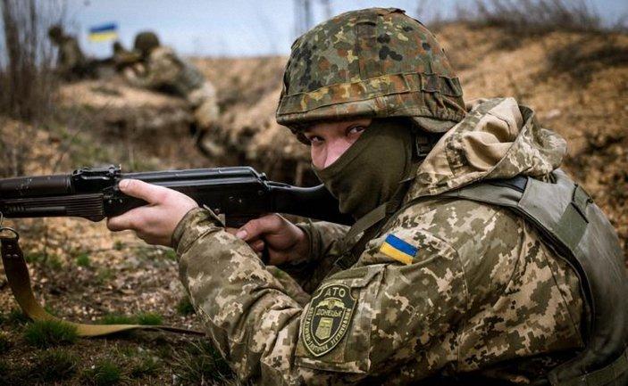 Украинские военные с боями отбивались от террористов - фото 1