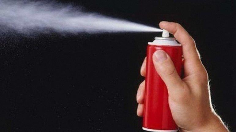 Ученик распылил газовый баллончик прямо в школе - фото 1