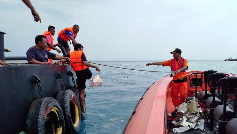 В Индонезии прекратили поиски жертв крушения Boeing 737 - фото 1