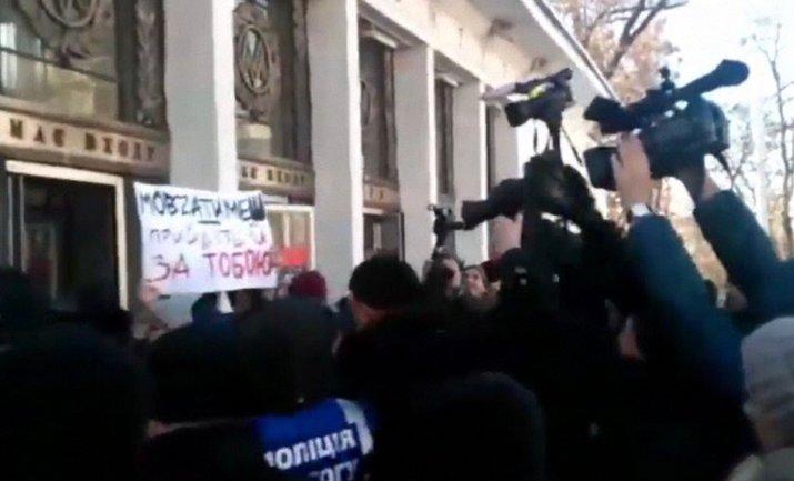 В Киеве сорвали марш за права трансгендеров, есть пострадавшие - фото 1