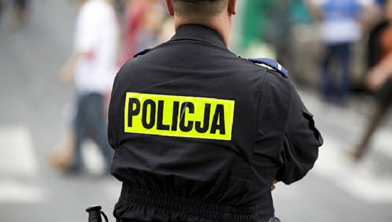 Польская полиция начала расследование из-за наклейки с гербом Украины - фото 1