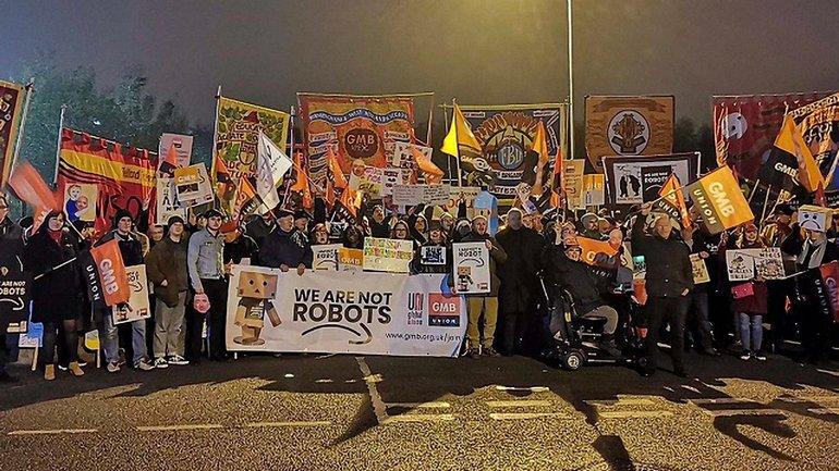 Работники Amazon устроили стачку - фото 1