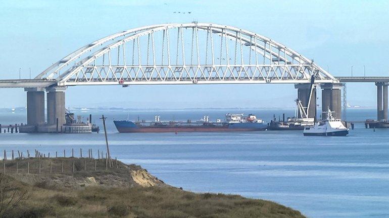 Ситуация в Керченском проливе: украинские корабли возвращаются, россияне угрожают оружием - фото 1