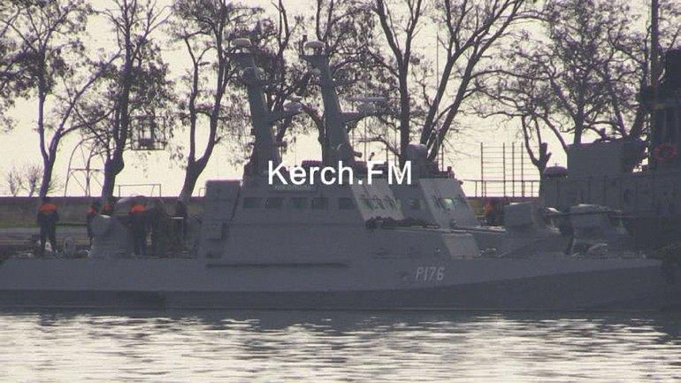 Украинские корабли пришвартовали в районе Генмола - фото 1