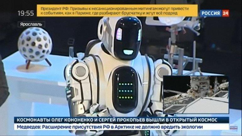 Россия решила кичиться современным роботом, а он оказался человеком - фото 1