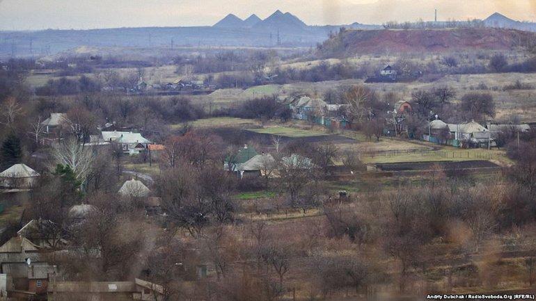 Боевики обстреляли жилые кварталы поселка Золотое-4, - фото 1