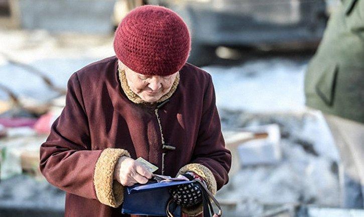 Заслужили: с 1 января некоторым украинцам повысят пенсии - фото 1