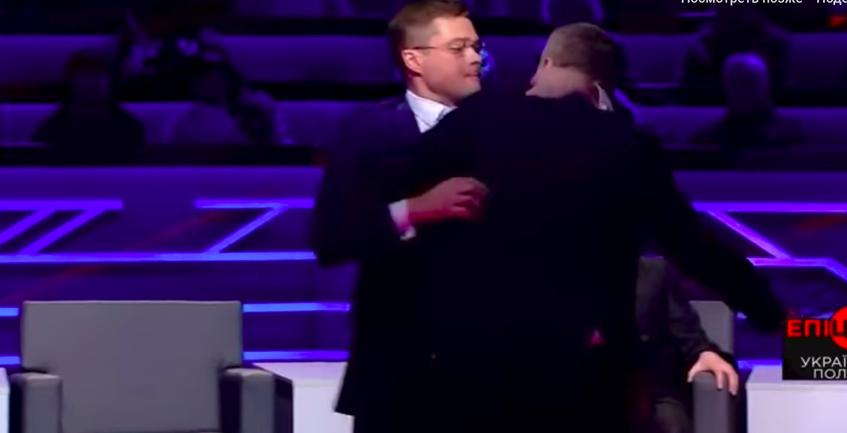 Мосийчук накинулся на политолога с тростью - фото 1