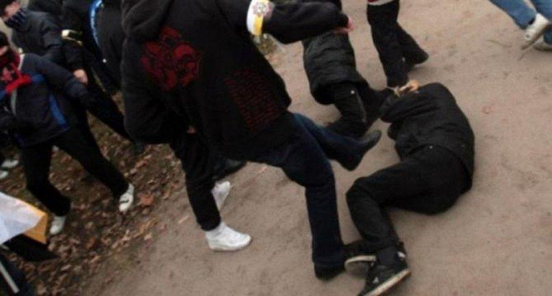 Трое подростков избили одноклассника ногами - фото 1