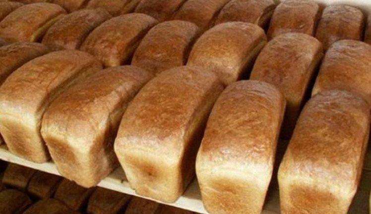 В давке за дешевым хлебом пенсионеры словали ребро мужчине - фото 1