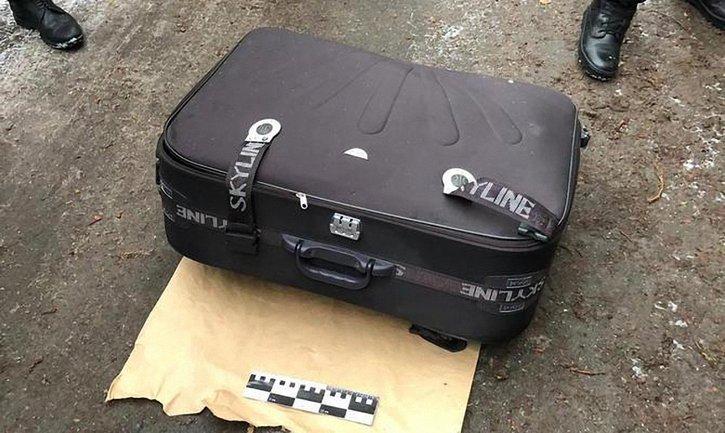 Неизвестный запихнул тело погибшей девушки в чемодан - фото 1