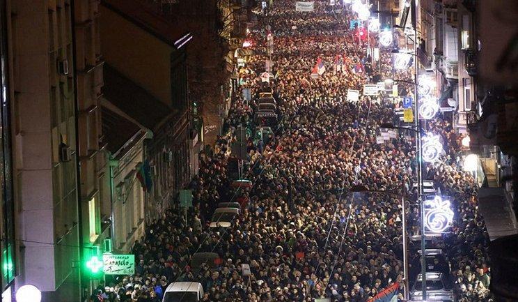 Желтые жилеты Сербии продолжают выступать против президента - фото 1