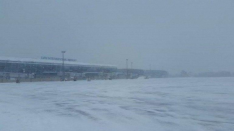 В аэропорт Львова задерживается прилет самолетов - фото 1