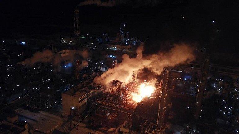 В Ивано-Франковской области горел химзавод - фото 1