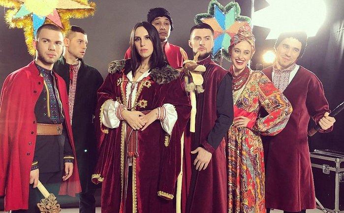 """Украинские звезды выпустили современную версию колядки """"Добрий вечір"""" - фото 1"""