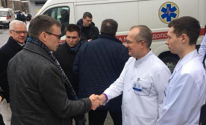 Вместо Мариуполя Климкин водит своих коллег по Днепру - фото 1