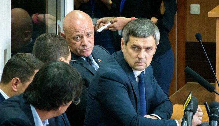 Труханов согнал на судебное заседание ватных бабулек - фото 1
