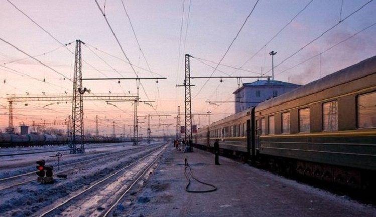 Поезд сошел с рельсов - 8 поездов задерживаются - фото 1