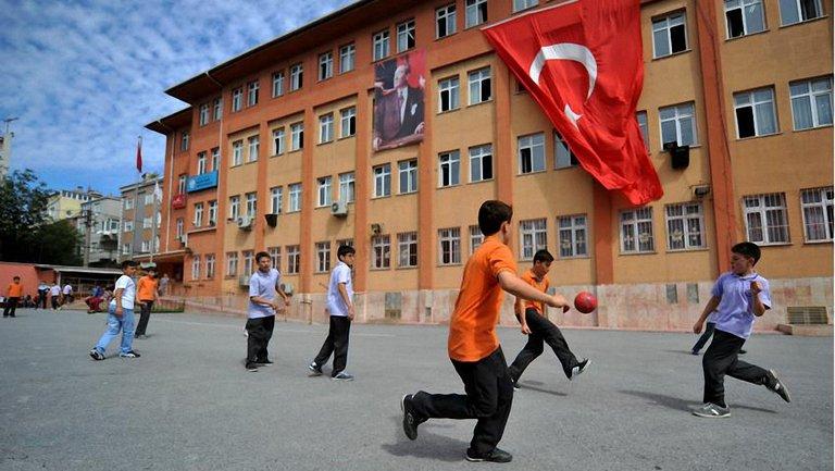 Школьник в Турции взломал электронную образовательную систему и исправил свои оценки - фото 1
