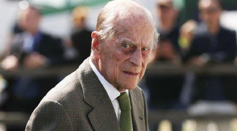 Принц Филипп после ДТП снова нарушил правила - фото 1