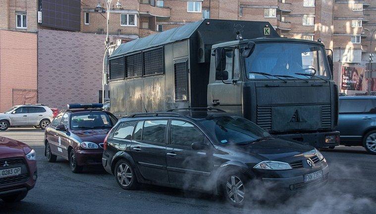 В центре Киева водитель авто с нацгвардейцами устроил ДТП - фото 1