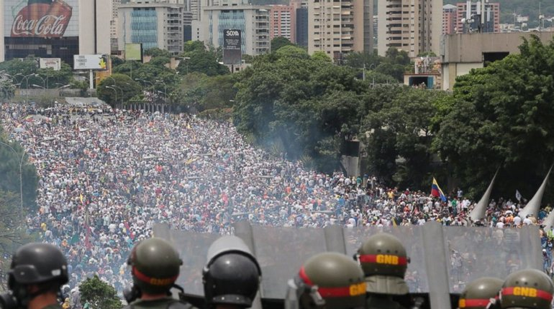 В одном из штатов Венесуэлы полиция перешла на сторону протестующих - фото 1