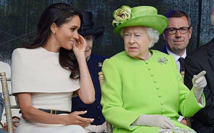 Королеская семья хочет избавиться от Меган Маркл - фото 1