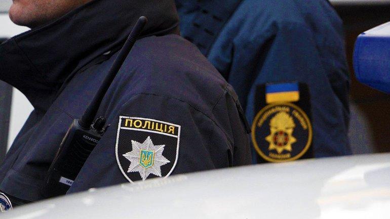 В Херсонской области подростка унесло на льдине на 2 км — его спасли полицейские - фото 1