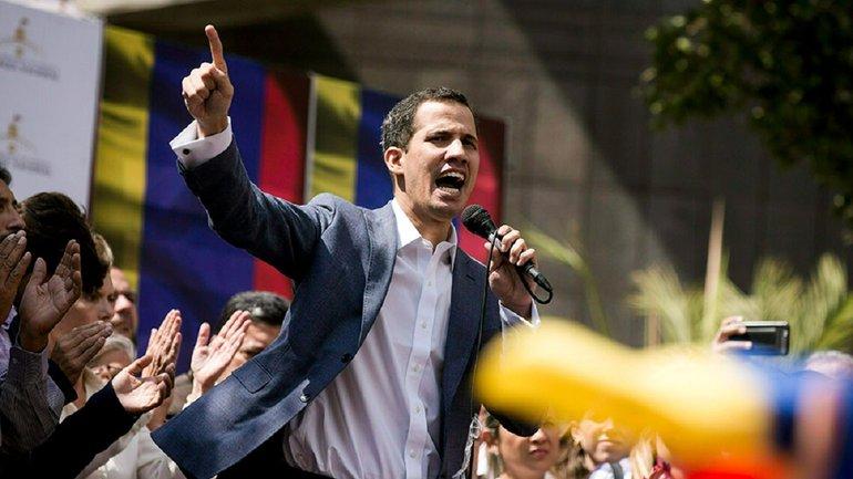 В США призвали страны признать Гуайдо и. о. президента - фото 1
