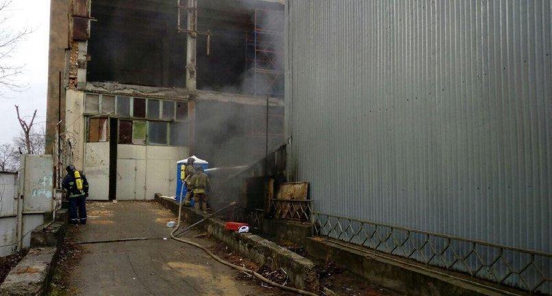 В Одессе из-за неопытных строителей загорелся Полиграфмаш - фото 1