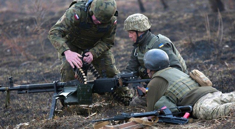 Война на Донбассе: украинские военные уничтожили двоих боевиков - фото 1