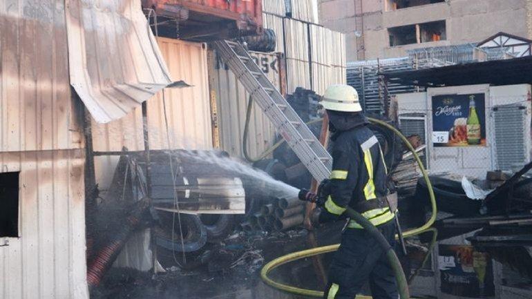 Масштабный пожар на складах в Киеве ликвидировали - фото 1