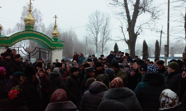 В Тернопольской области произошла стычка между раскольникоком УПЦ  МП и полицией - фото 1