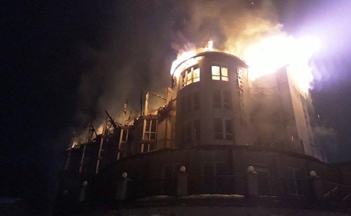 Во Львовской области сгорел отель - фото 1