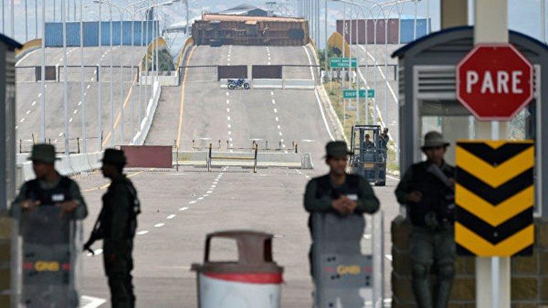 В Венесуэле расстреляли протестующих и закрыли границу с Колумбией - фото 1