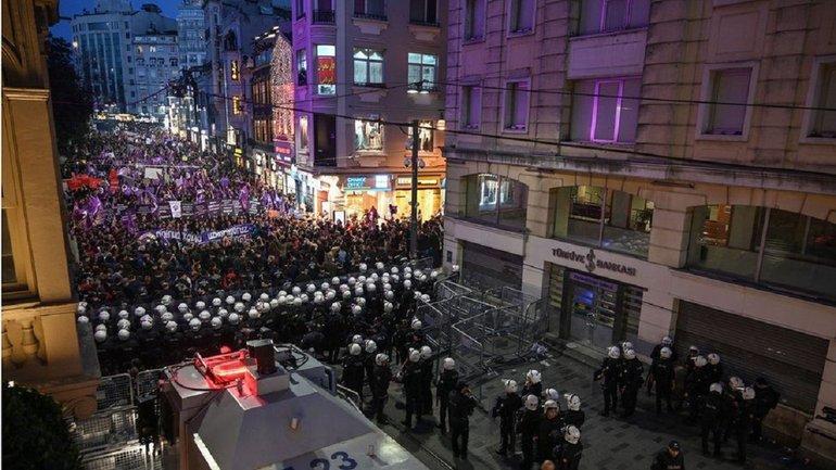 В Стамбуле 8 марта разогнали женский митинг - фото 1