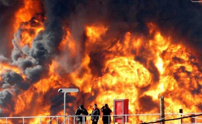 Возле консульства Великобритании произошел взрыв - фото 1