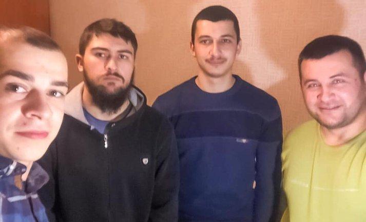 Российские силовики задержали крымских татар - фото 1