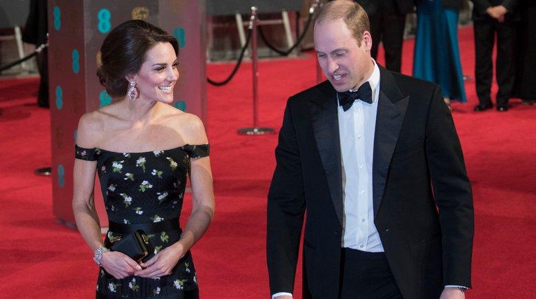 Кейт Миддлтон и принц Уильям встретились во время хоккейного матча - фото 1