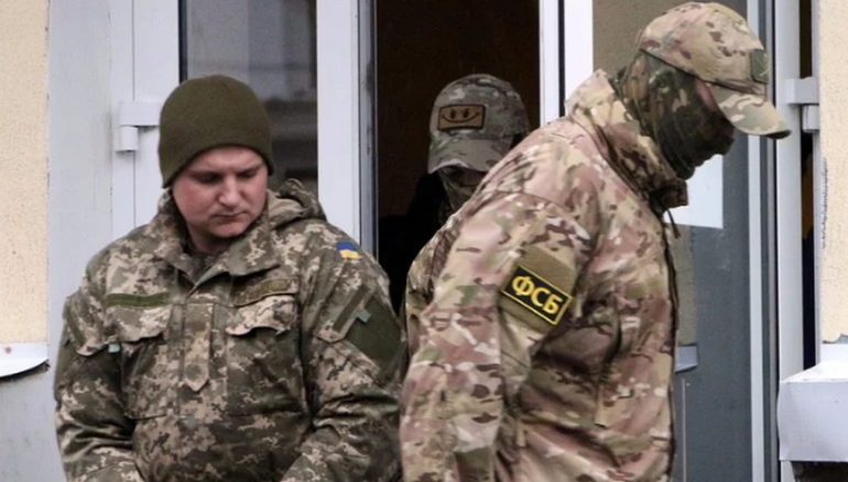 Украинских моряков все признают военнопленными, кроме русских - фото 1