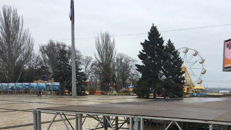 Аннексия Крыма: оккупанты устроили безлюдный праздник  ВИДЕО - фото 1