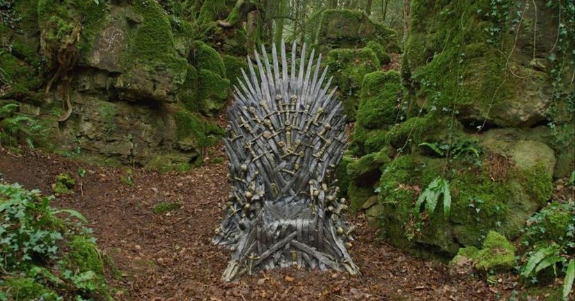 Фанаты Игры престолов ищут железные троны по всему миру - фото 1