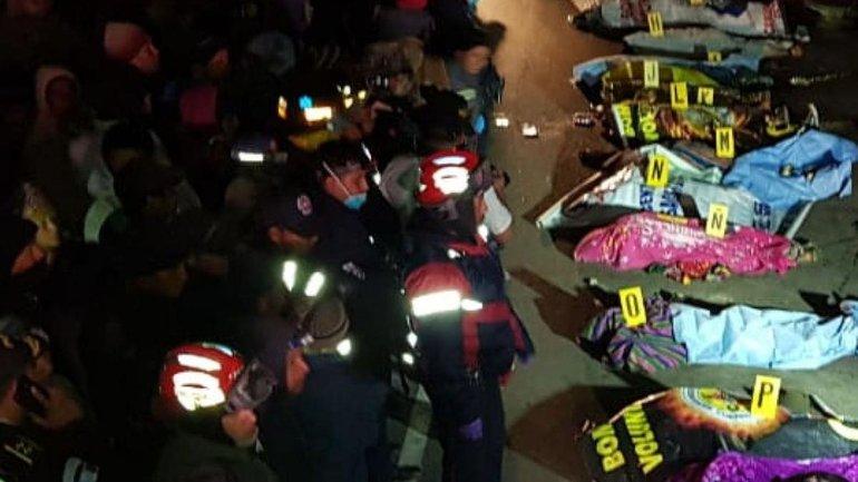 Грузовик насмерть сбил 32 человека в Гватемале - фото 1