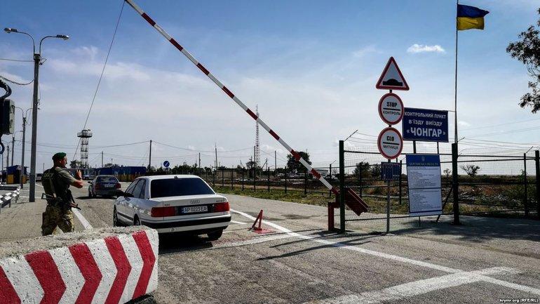 Оккупанты опрашивают крымчан, которые едут на материковую Украину - фото 1