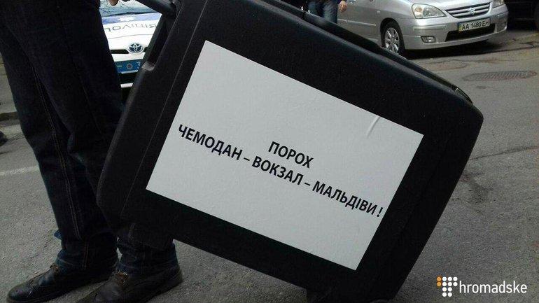 Нацдружинники снова протестуют против Порошенко - фото 1