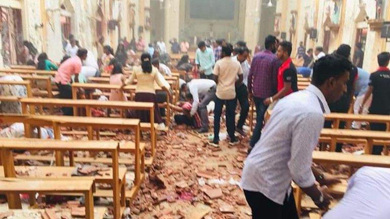 Череда взрывов на Шри-Ланке унесла жизни 156 человек - фото 1