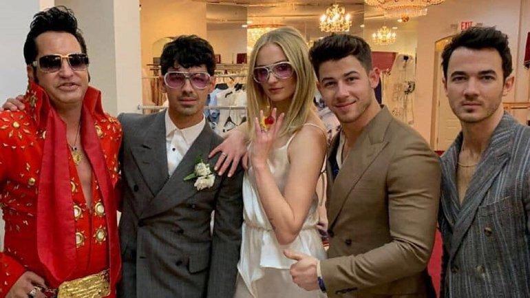 Звезда Игры престолов вышла замуж в ночнушке от жены украинского министра - фото 1