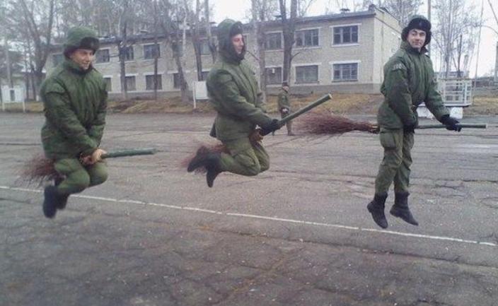 На параде в Москве военная авиация не взлетела в небо - фото 1